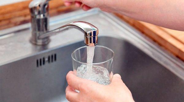 El consumo de agua potable no debe significar riesgos en la salud de la población beneficiada.