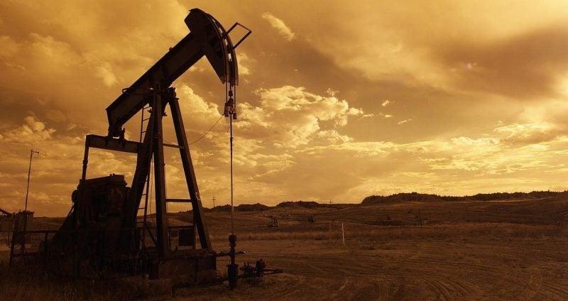 Los combustibles fósiles se consideran recursos no renovables dado que el consumo es mucho más rápido de lo que la naturaleza puede recrearlo.
