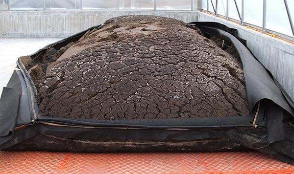 La deshidratación de fangos permite reutilizarlos en actividades agrícolas.