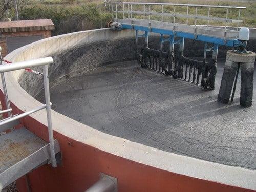 Espesador de Lodos mediante flotación presente en una planta de tratamiento de aguas residuales (PTAR).